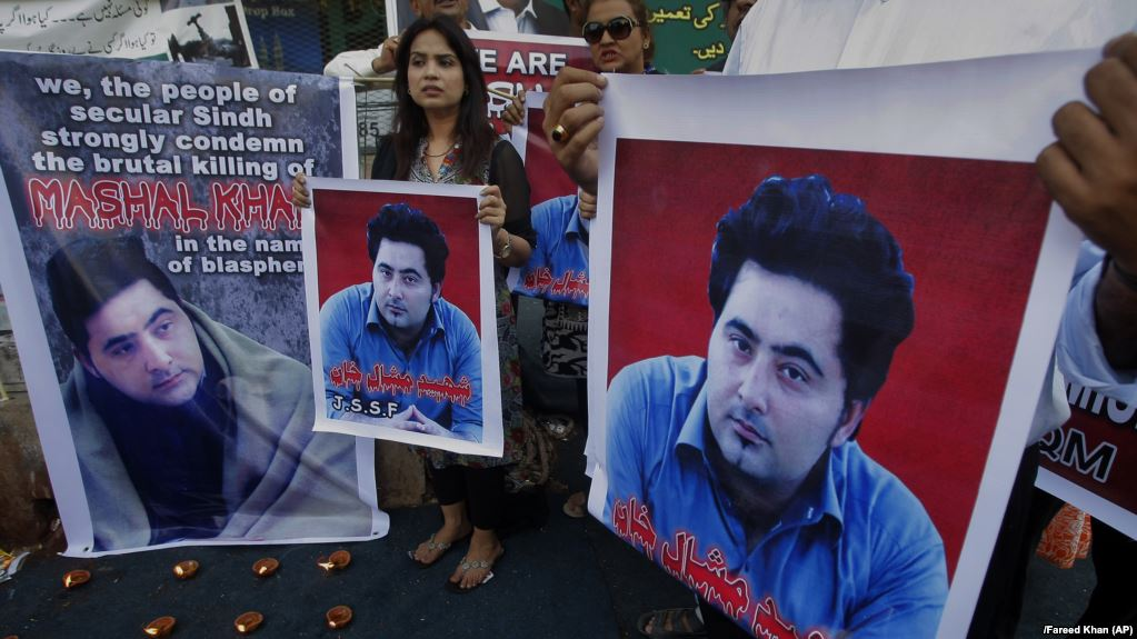 Released Suspects In Pakistani 'Blasphemy' Lynching Case Given Hero's Welcome