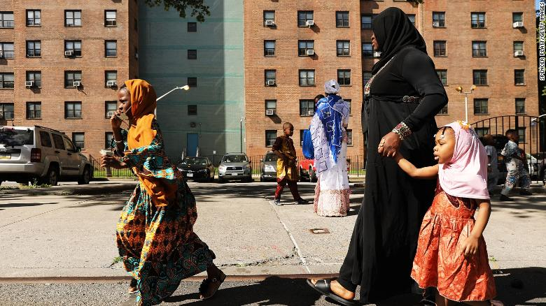 1 in 4 Muslim Women in New York Say They've Been Pushed on a Subway Platform While Wearing a Hijab