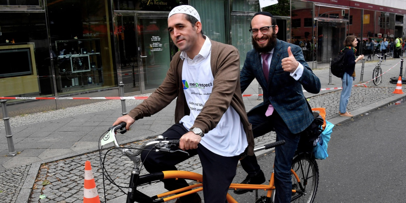 Rabbis, Imams in Berlin Bike Ride Against Anti-Semitism, Islamophobia