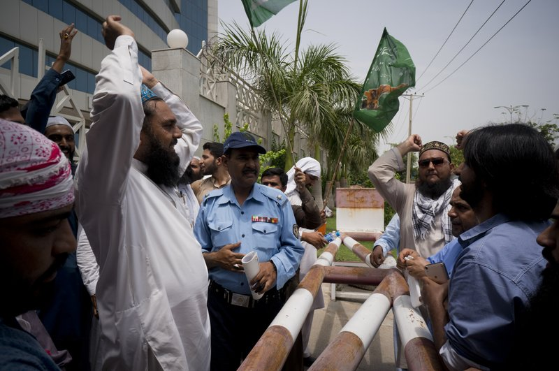 Radicals, Extremists Campaign Ahead of Pakistan Elections