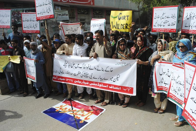 Pakistan Islamists rally against anti-Islam cartoon contest