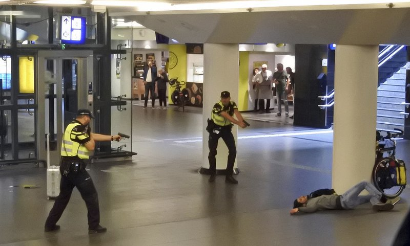 Suspect in stabbing of Americans believes Dutch insult Islam
