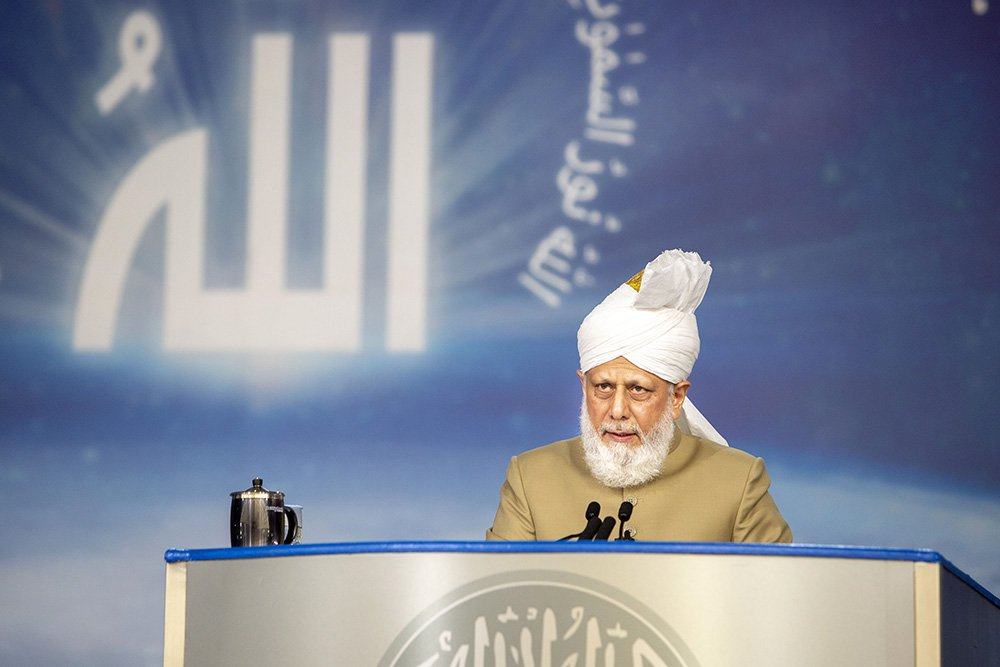 US-bound Ahmadi leader models a different kind of Islamic caliphate