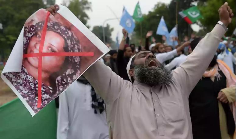 Pakistan blasphemy case: Asia Bibi freed from jail