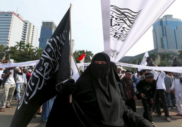 Thousands protest burning of Islamic flag in Indonesia