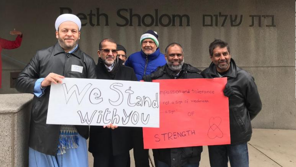 Busloads of Muslims formed human 'rings of peace' to protect synagogues in Canada