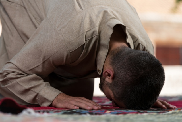 Swiss burqa ban campaigner calls for ban on Muslim prayers in public