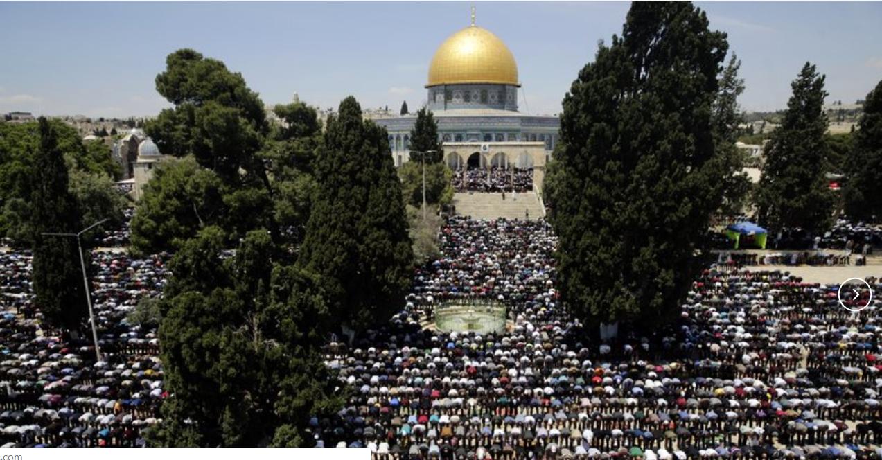 Muslims gather in Jerusalem for first Ramadan Friday prayers