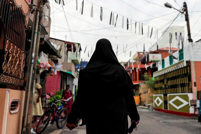 Sri Lanka bans face veils after attacks by Islamist militants