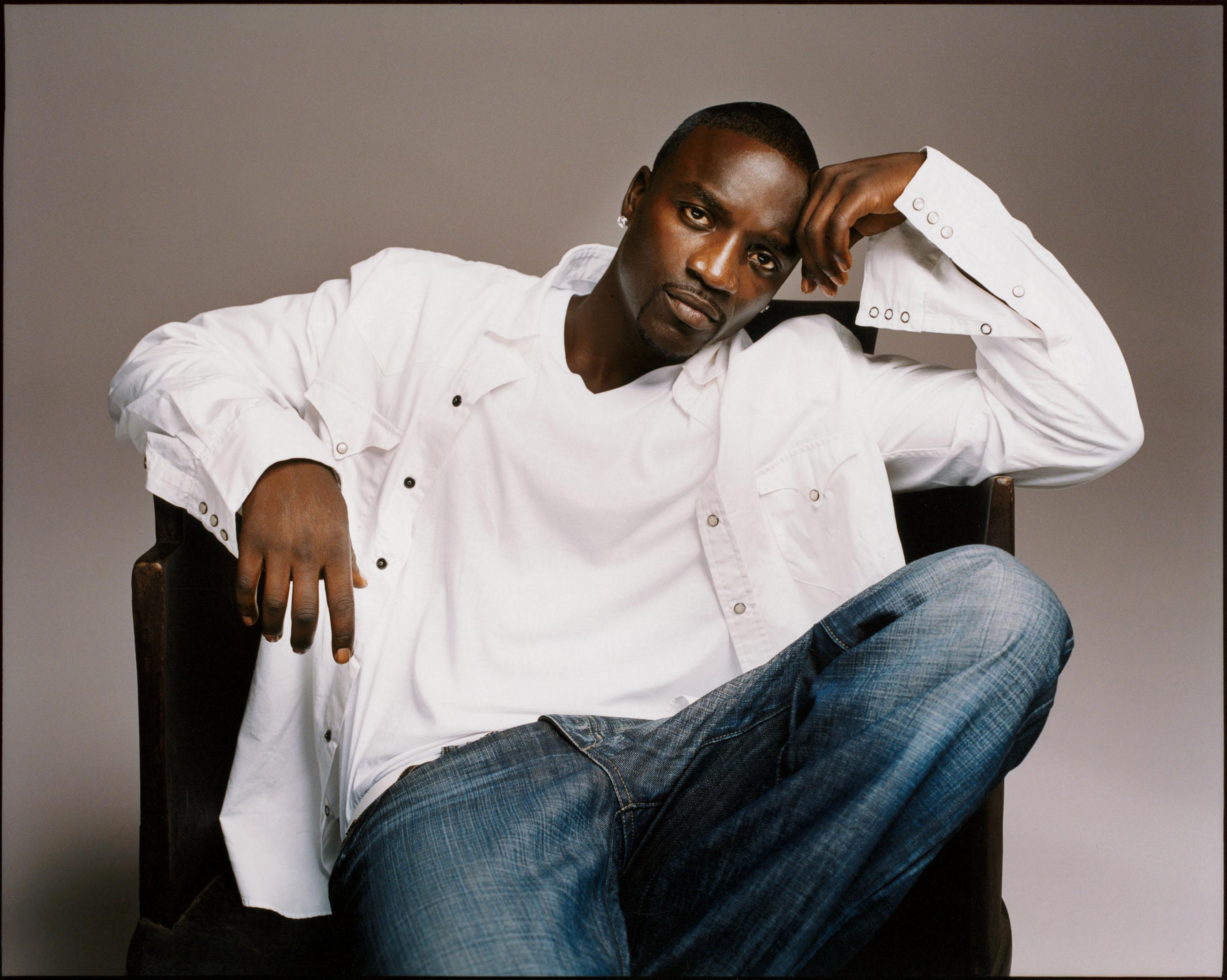 <strong>Akon</strong>