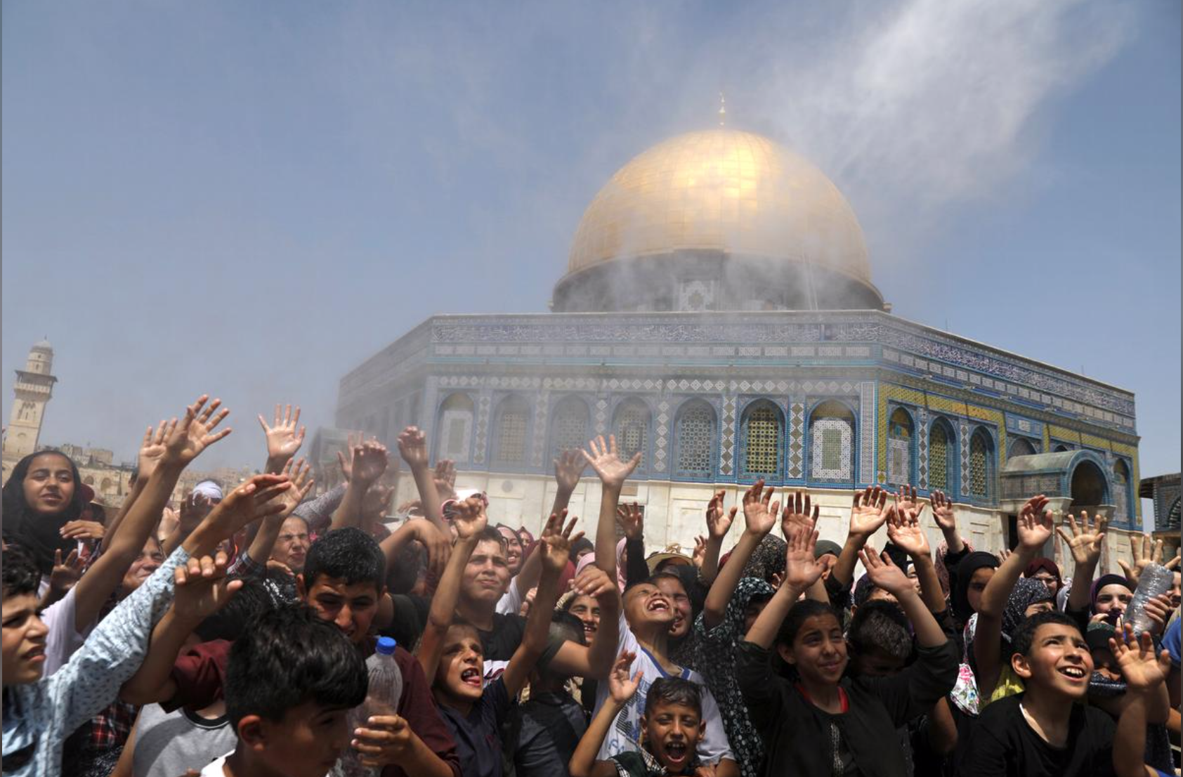 In Jerusalem, thousands pray at Al-Aqsa on last Friday of Ramadan