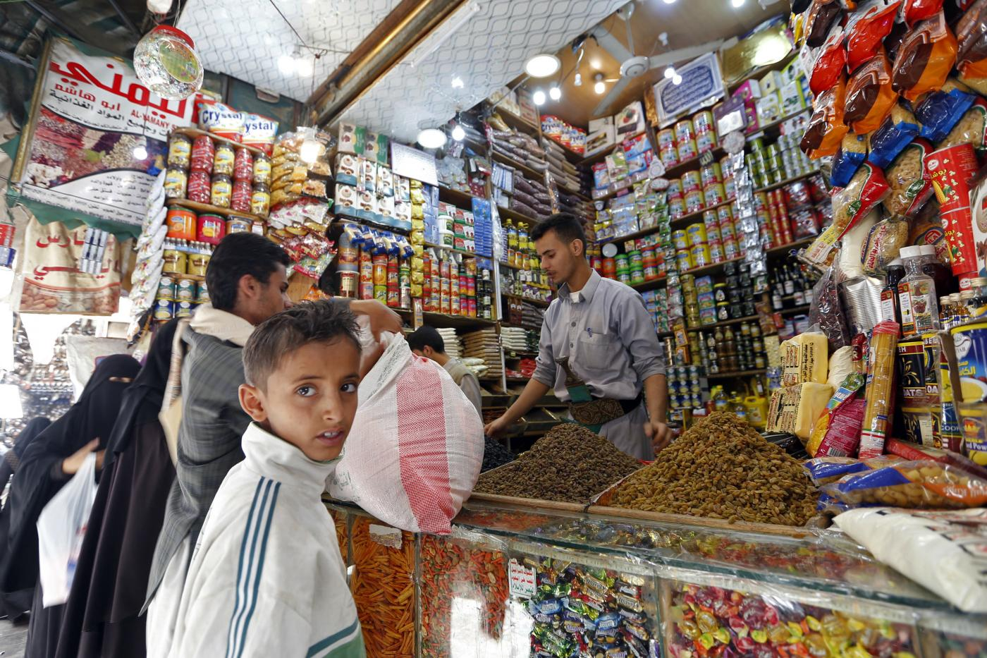 In Sanaa, Yemenis struggle to find politically palatable food to break the fast