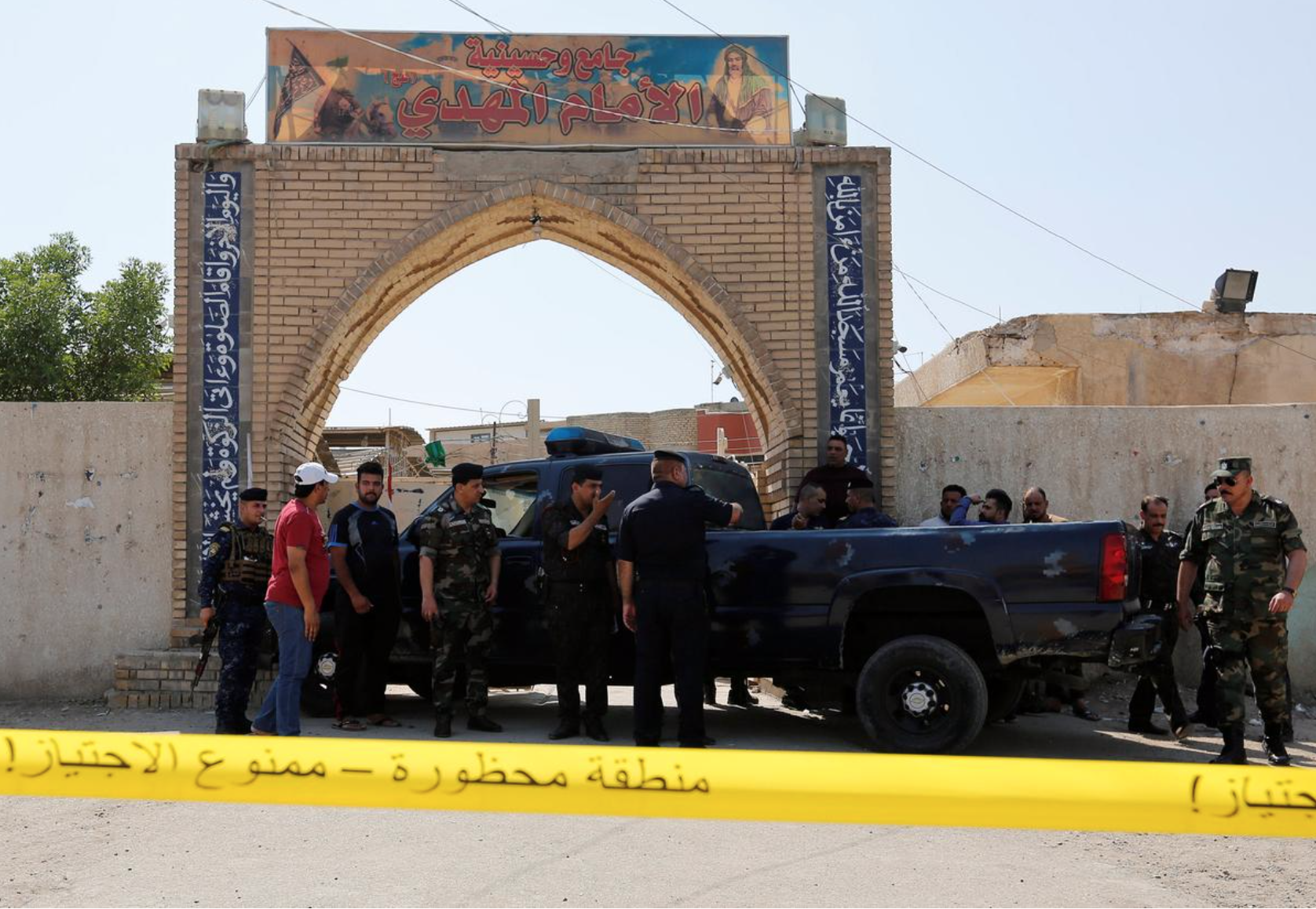 Friday blast at Shi'ite mosque in Baghdad wounds several: police sources