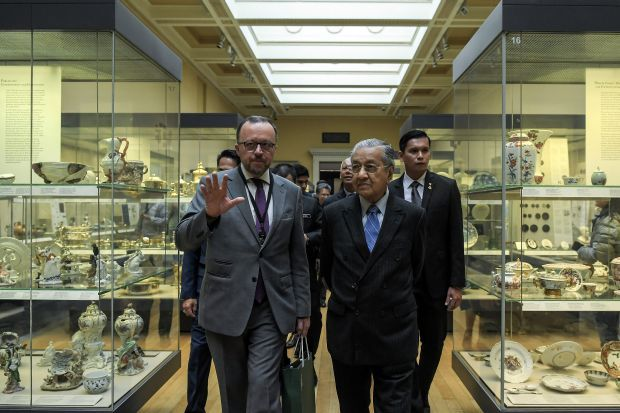 Mahathir explores Islamic heritage