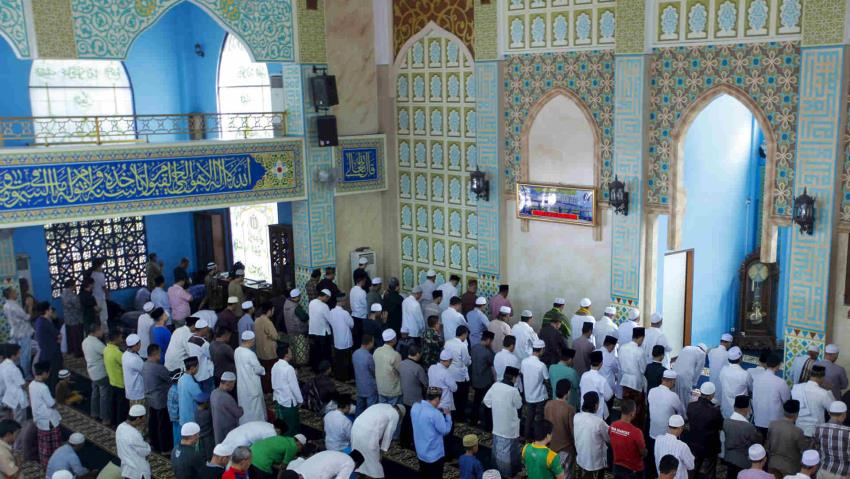 Indonesian women who brought dog into mosque faces blasphemy case
