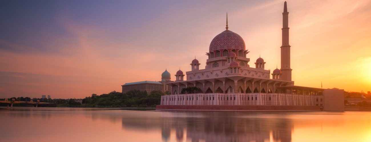 Malaysian sex-tape scandal poses a challenge for Muslim reporters