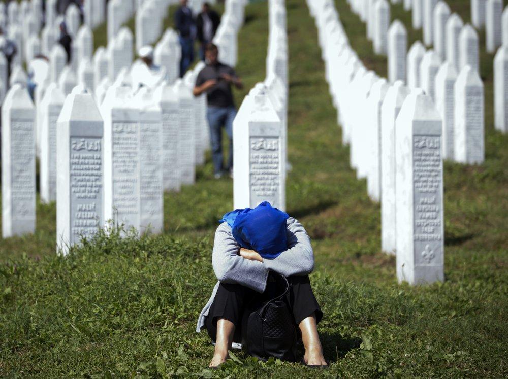 Bosnian Muslims mark 1995 massacre of thousands with burials