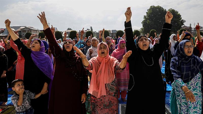 Amid 'disheartening Eid siege', Kashmiris try to reach loved ones