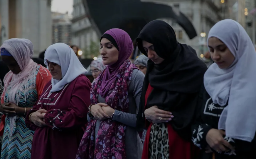 Why Democratic Presidential Candidates Need to Listen to American Muslims
