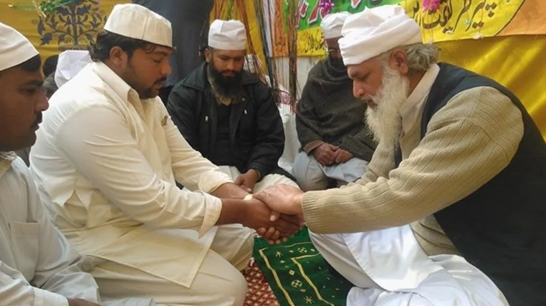 Heartbeats Align During an Islamic Ritual, New Study Finds