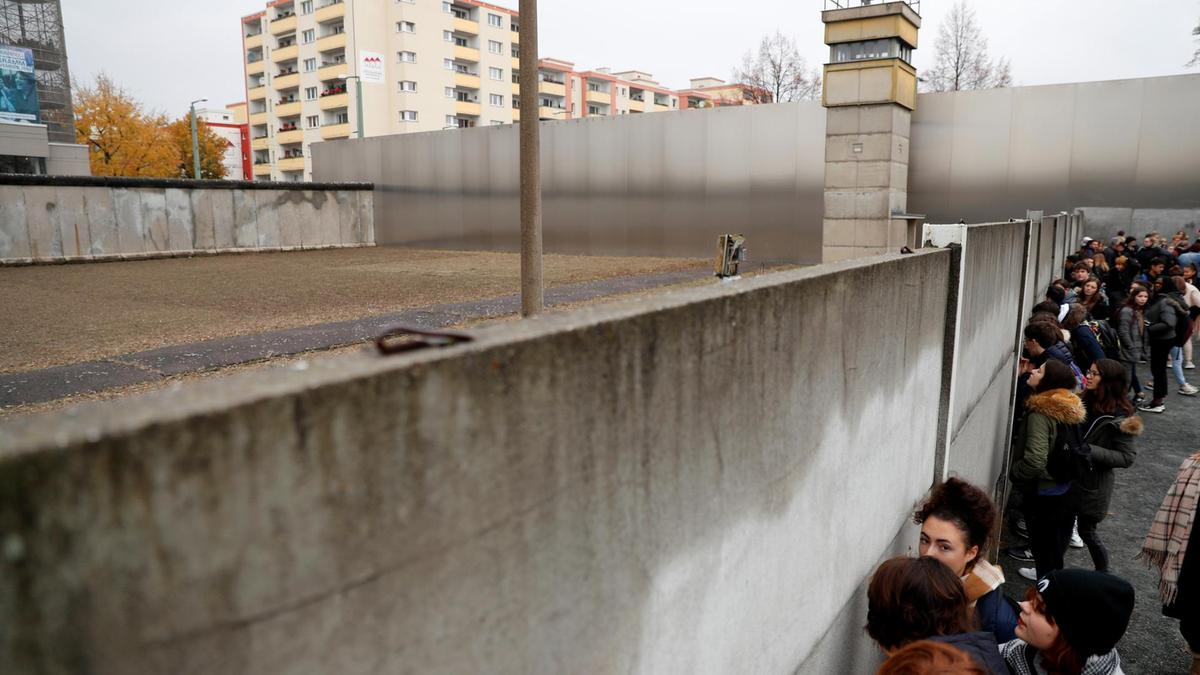 Anniversary of Berlin Wall Collapse Marred by Rise of Anti-Muslim Politics