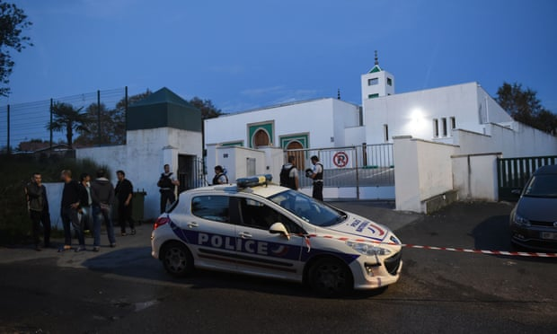 Police Arrest 84-year-old man over gun and Arson Attack at French Mosque