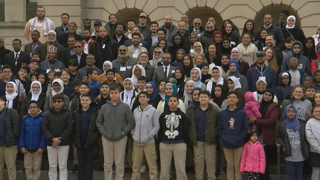 Hundreds show up for Muslim Day at the Capitol in Frankfort