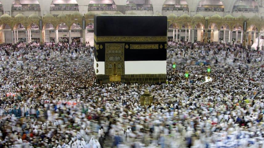 Saudi Arabia Halts Travel to Islam's Holiest Site Over Coronavirus Ahead of Pilgrimage