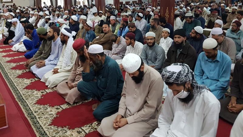 Pakistanis Gather for Friday Prayers Defying Coronavirus Advisory