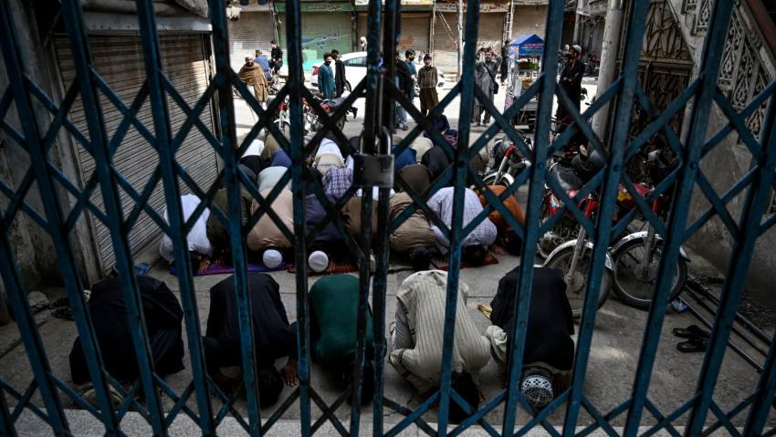 Mosques Stay Open in Pakistan, Violating Social Distancing Advice Even as Coronavirus Death Toll Rises