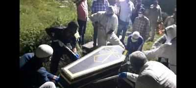 Muslim Volunteers Perform Last Rites of Two Christian Covid-19 Victims