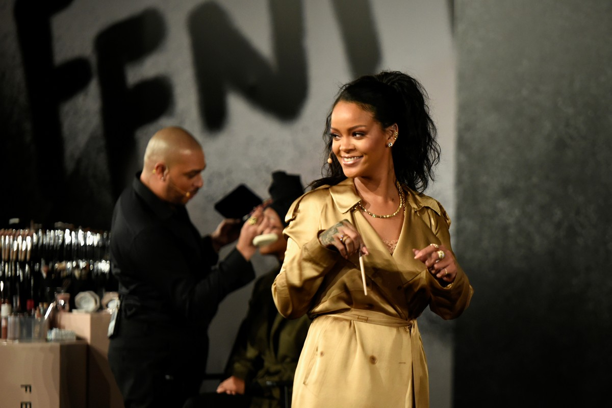 Rihanna Apologises to Muslims for Using Hadith in Lingerie Show